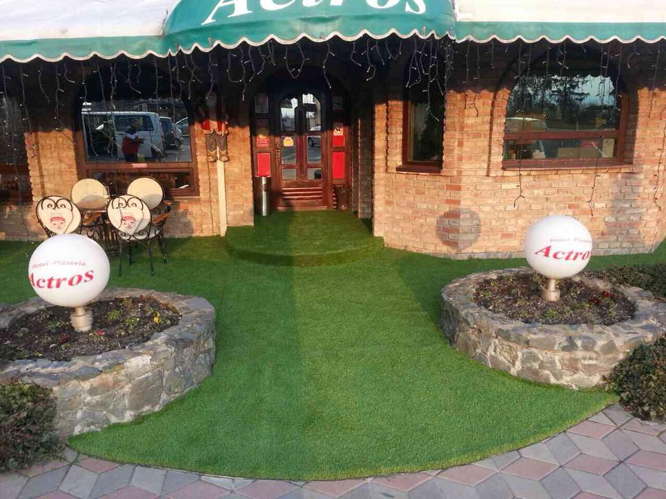 Dekorativna trava (Garden Lux 40mm), Picerija Actrosa – Topola