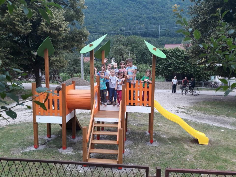Dječije igralište, Jezero